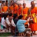 Луанг Прабанг. Шествие монахов Так Бат
