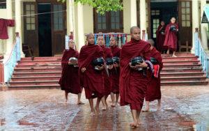 Шествие монахов